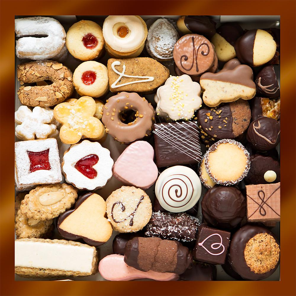 Schokoladen Weihnachtskekse.Produkte Mehlspeisen Variationen Aloisia
